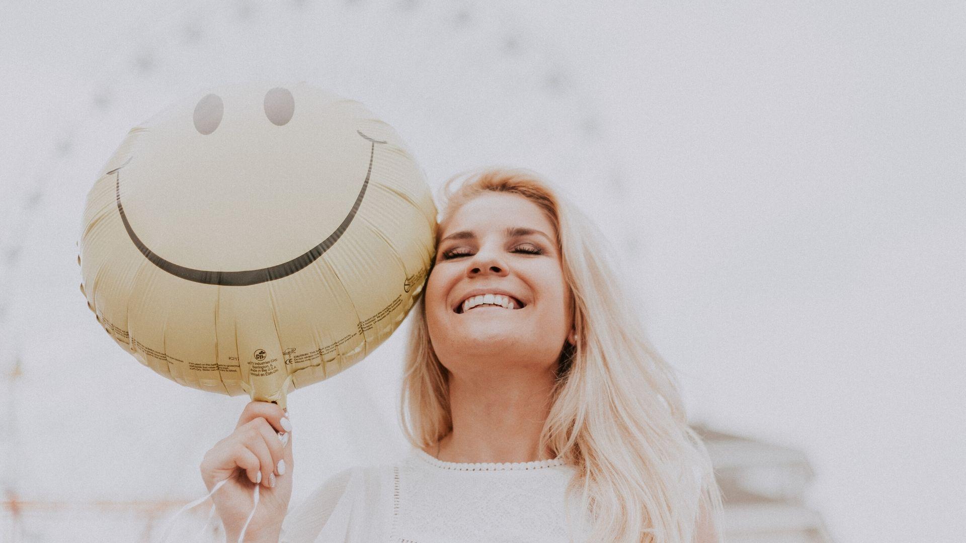 ლორა სანტოსი: როგორ შევინარჩუნოთ პოზიტიური განწყობა პანდემიისას